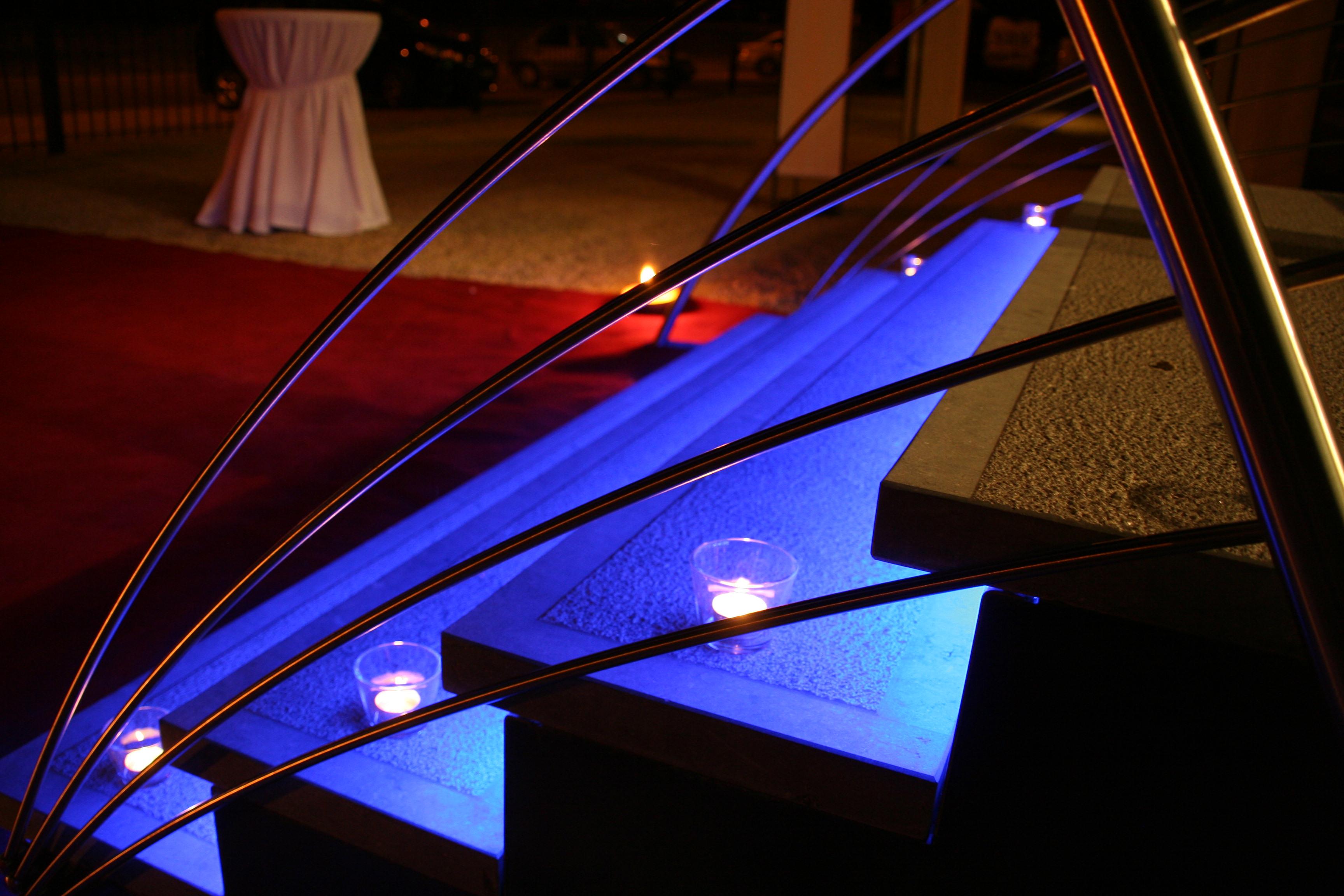 escalier pierre bleu avec contre marche en inox et led pictures. Black Bedroom Furniture Sets. Home Design Ideas